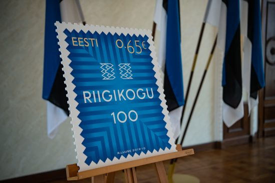 Riigikogu 100 postmark. Postmargiväljaande kujundas kunstnik Riho Luuse. Foto: Erik Peinar
