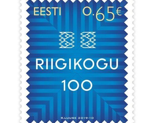 Riigikogu 100 postmark. Postmargiväljaande kujundas kunstnik Riho Luuse.