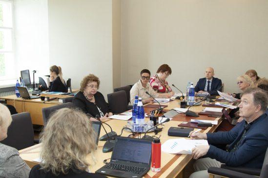 Sotsiaalkomisjon tutvus Eesti töökeskkonna olukorraga. Foto: Veiko Pesur