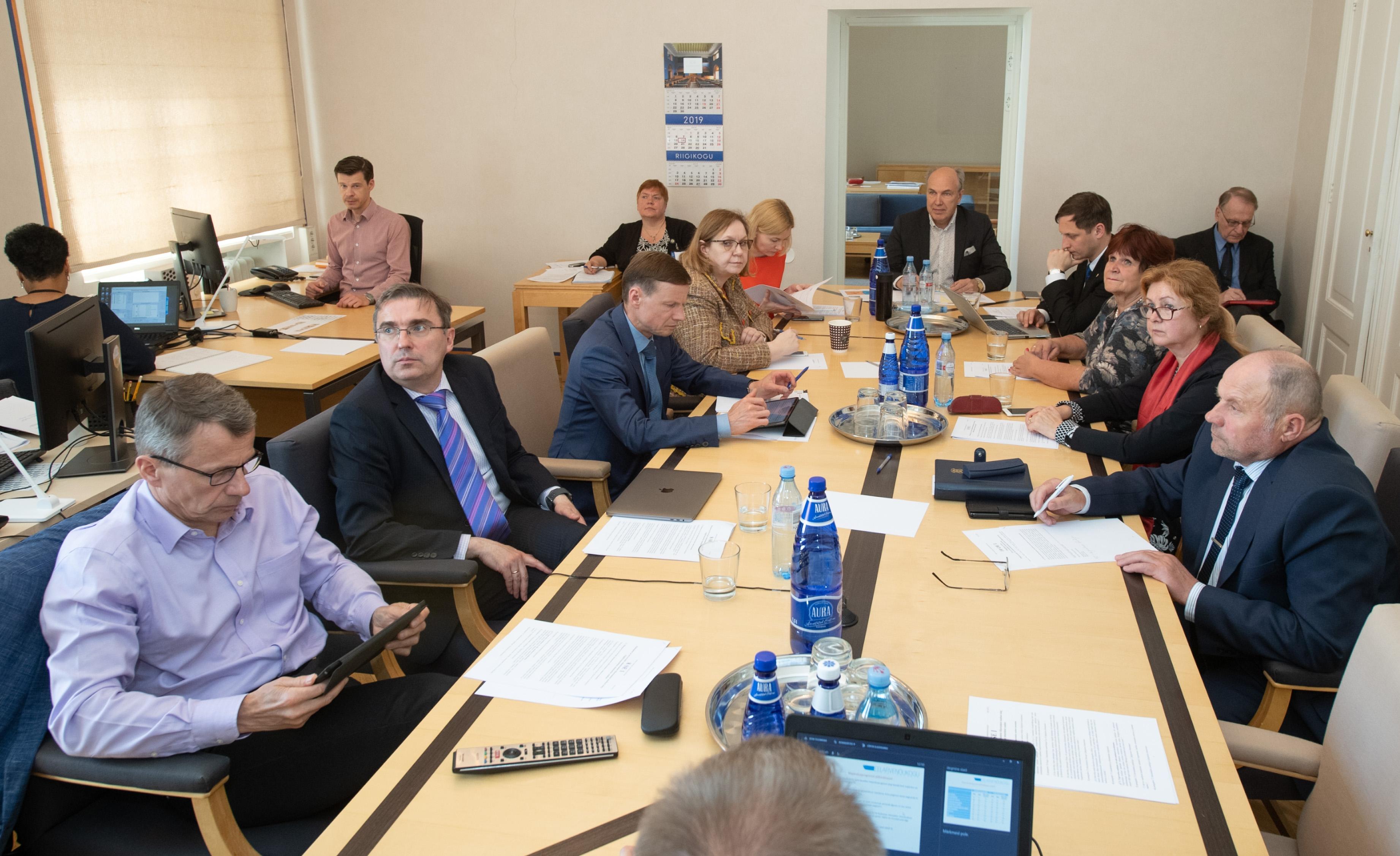 Rahanduskomisjon ja eelarvenõukogu käsitlesid riigi rahanduse olukorda