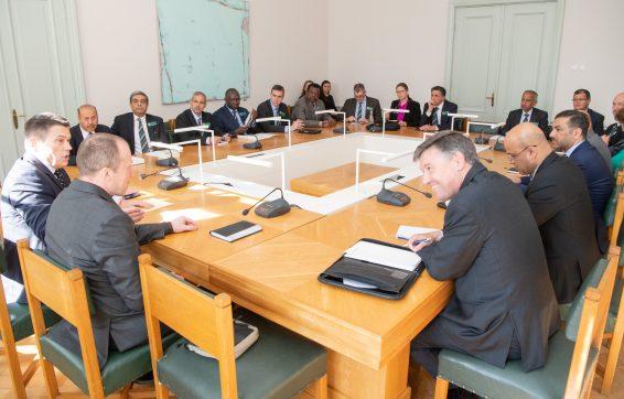 Riigikaitsekomisjoni liikmed kohtusid Ühendkuningriigi Kuningliku Kaitsekolledži kursuslastega. Foto: Erik Peinar, Riigikogu Kantselei