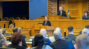 Kai Kullerkupp esines sõnavõtuga vastas pärast ettekannet Riigikogu liikmete küsimustele. Foto: Erik Peinar