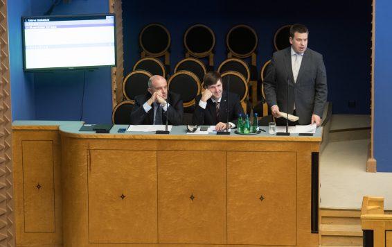 Peaminister Jüri Ratas vastab infotunnis küsimusele eelarve tasakaalu kohta