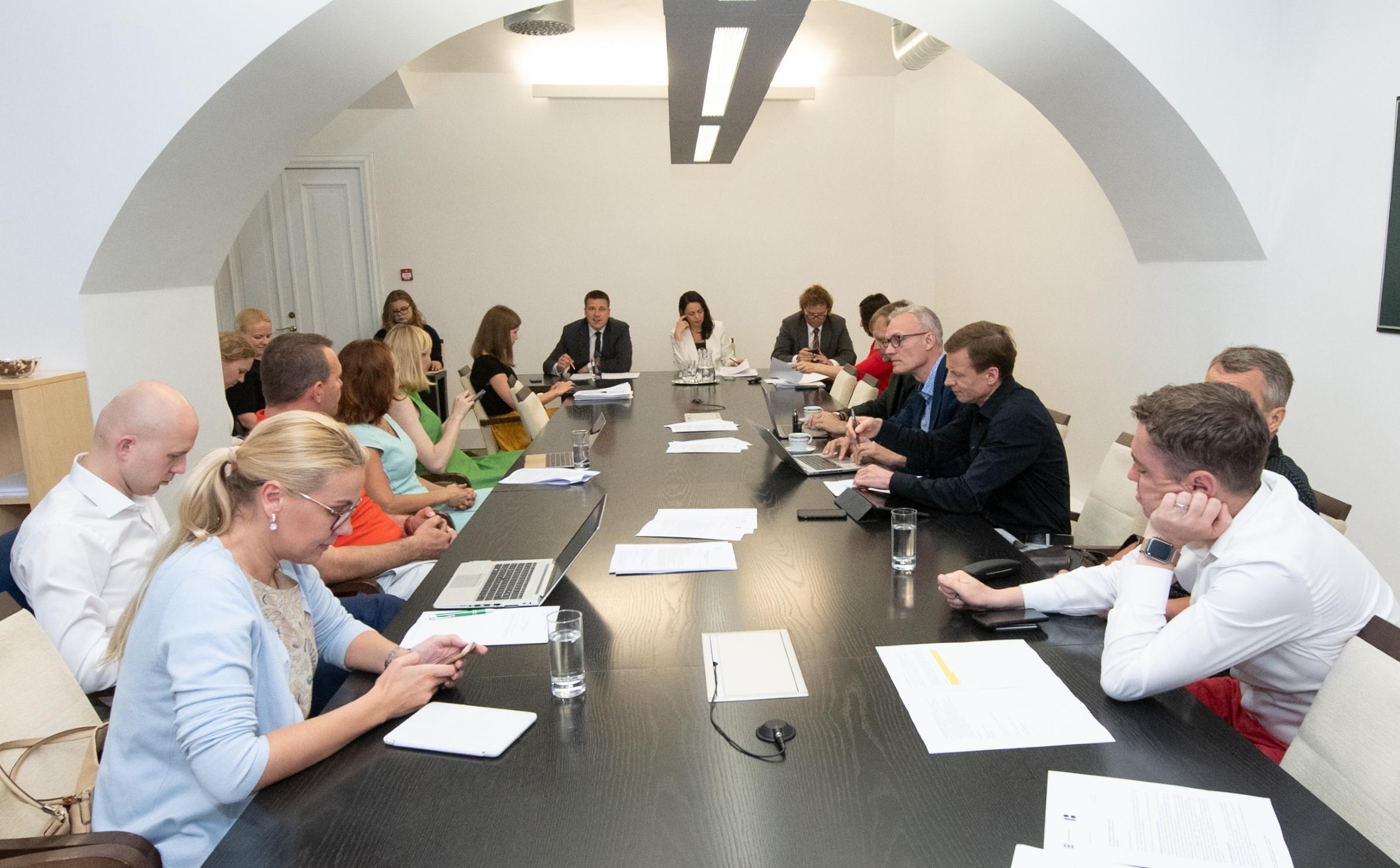 ELAK ootab rahandusministri selgitusi Riigikogu mandaadiga vastuollu mineku kohta