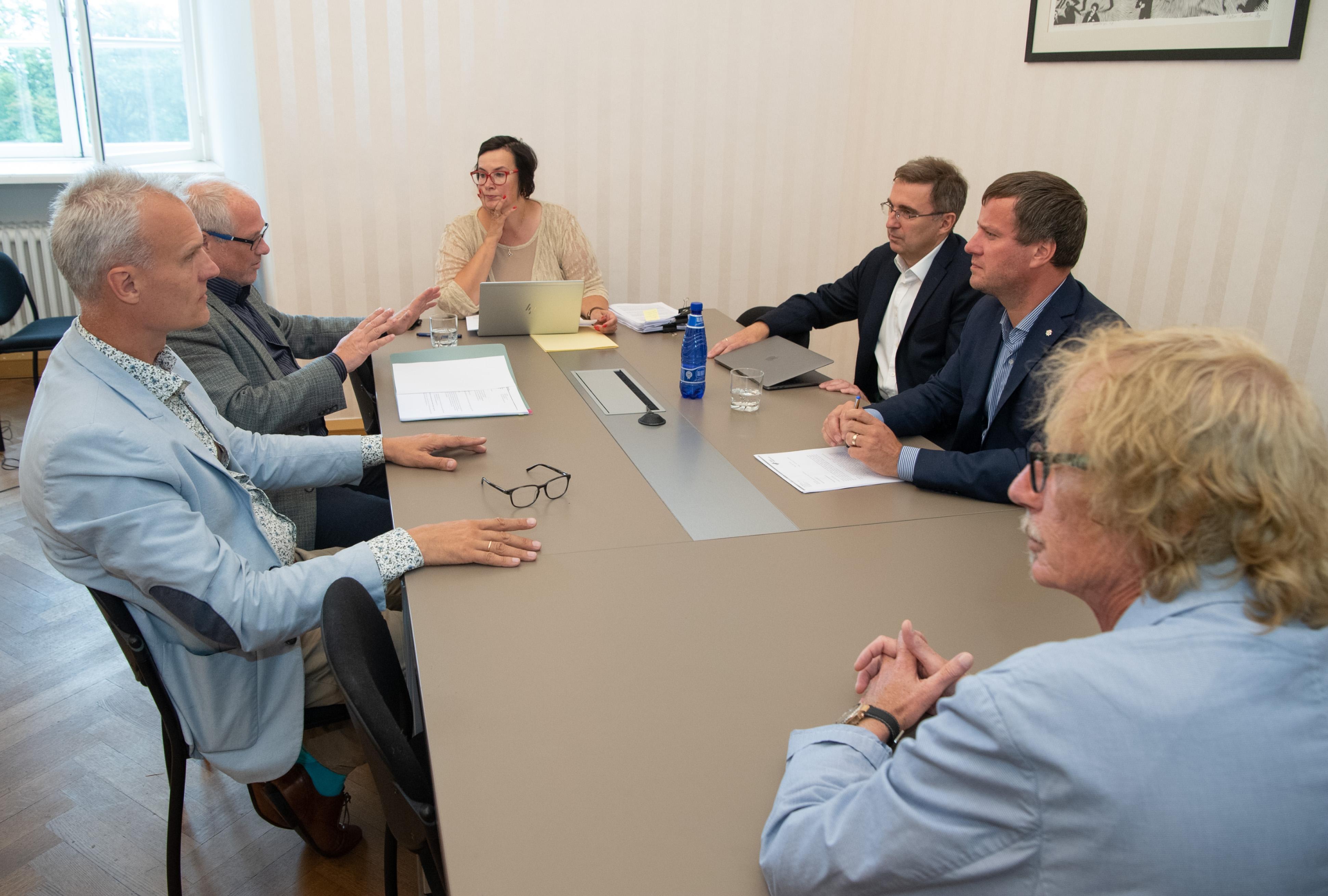 Erikomisjon soovitab Riigikogu liikmetel oma tegemistes olla läbipaistvamad