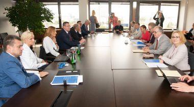 Väliskomisjoni istung välisministeeriumis