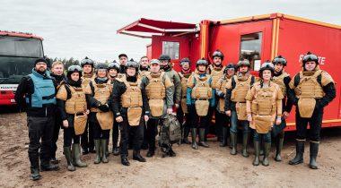 Riigikaitse- ja õiguskomisjoni ning Riigikogu vabatahtliku pääste toetusrühma väljasõit Päästeameti Demineerimiskeskuse võimetutvustusele. Foto: Taavi Prints
