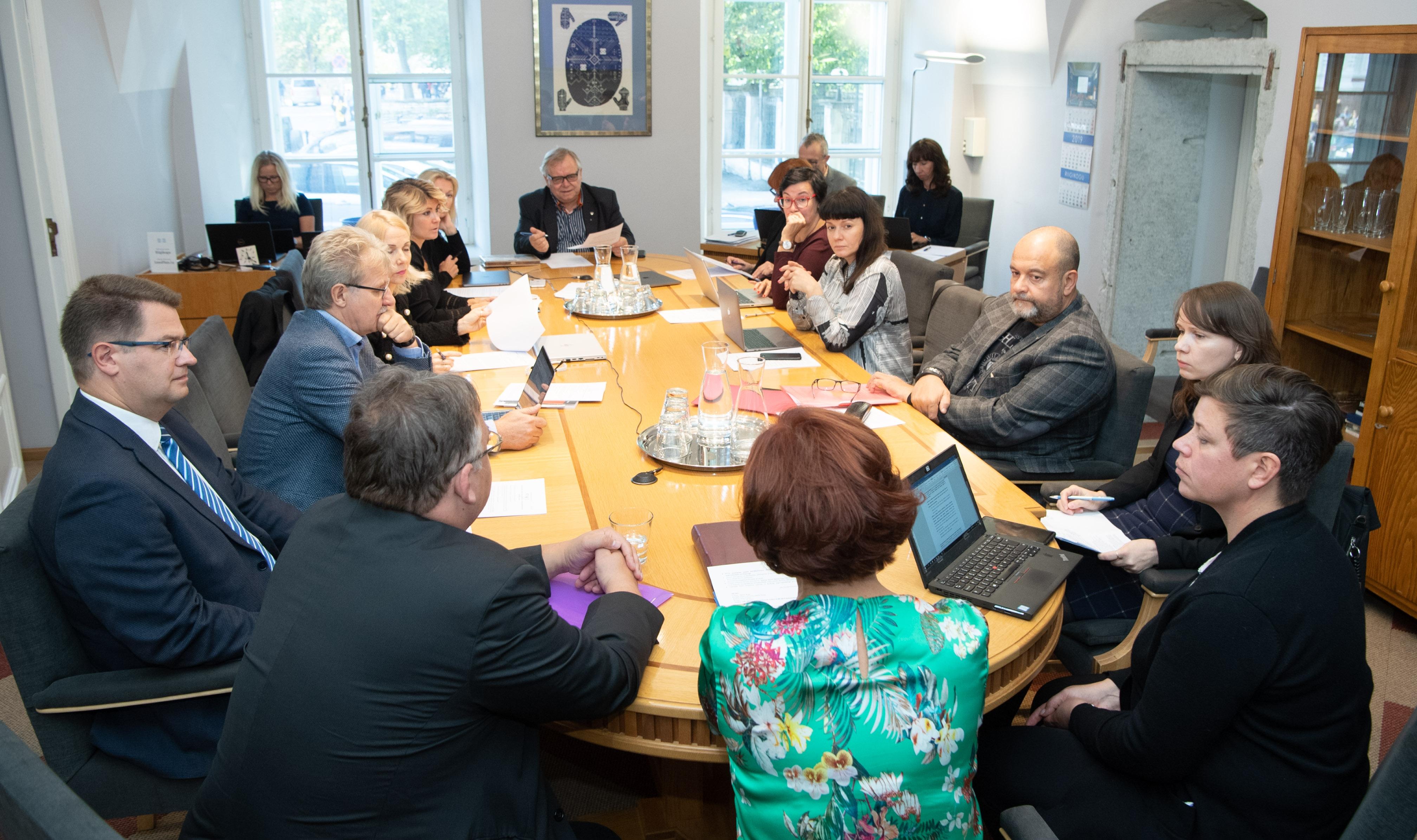 Kultuurikomisjon saatis esimesele lugemisele põhikooli eksamitest loobumise eelnõu
