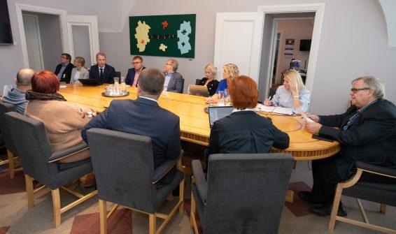Kultuurikomisjon tutvus täiskasvanute keele õppe korraldusega