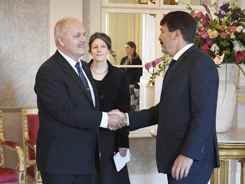 Riigikogu esimees Henn Põlluaas ja Ungari president János Áder. Foto: Ungari presidendi kantselei