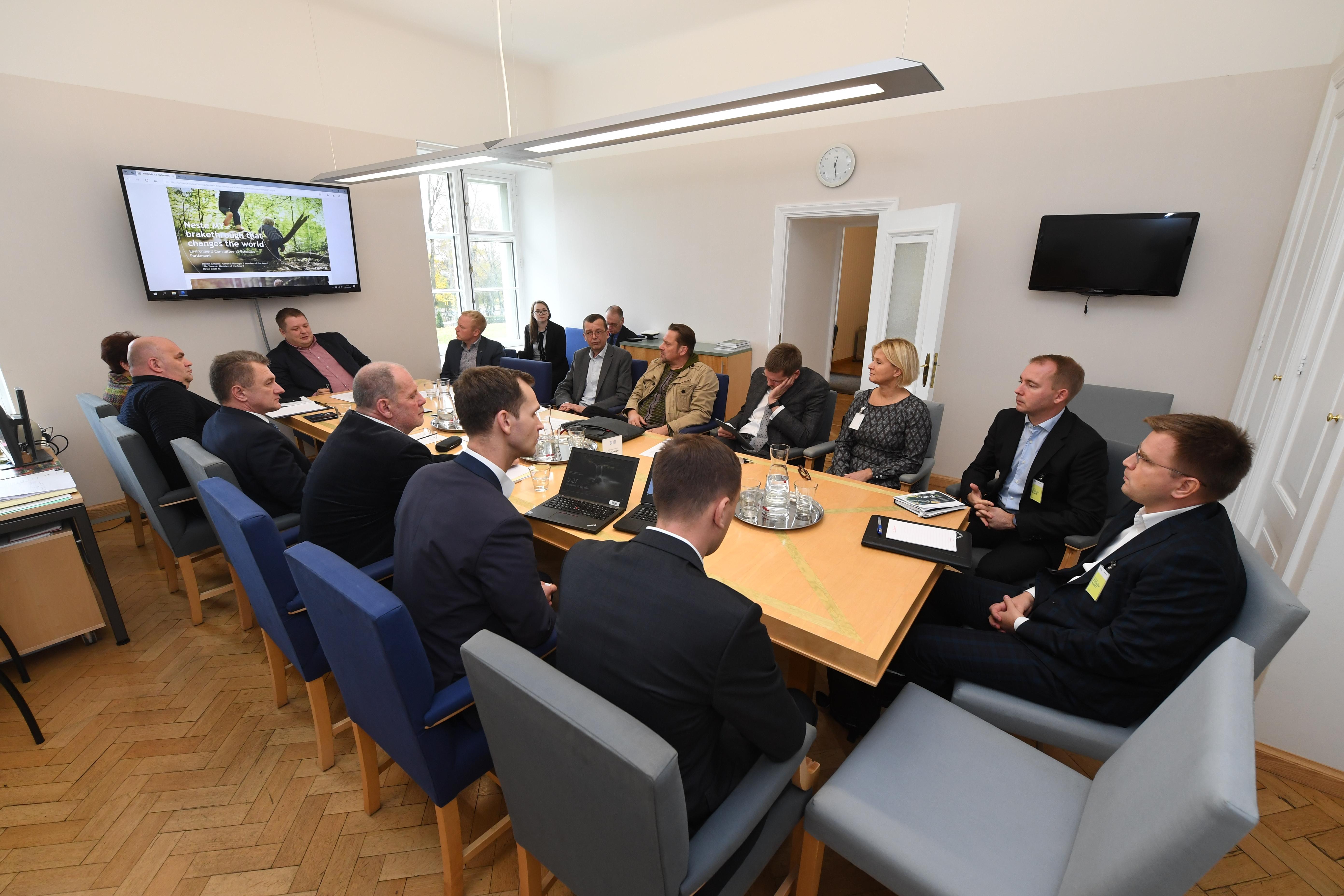 Keskkonnakomisjon tutvus keskkonnasäästliku diiselkütuse tootmisega