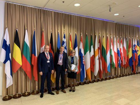 Rahanduskomisjoni liikmed Helsingis konverentsil