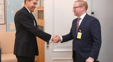 Riigikaitsekomisjoni esimees Andres Metsoja kohtus USA suursaatkonna Eesti juhi Brian R. Roraffiga