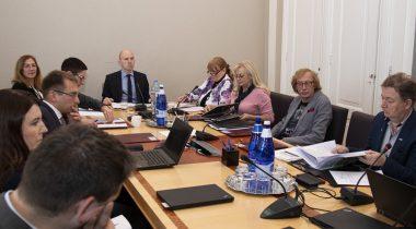 Комиссия по социальным делам получила обзор планов в сфере долгосрочного ухода. Foto: Riigikogu Kantselei