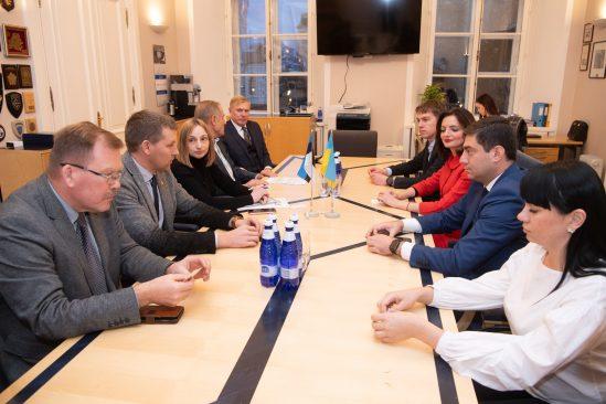 Riigikaitsekomisjoni liikmed kohtuvad Ukraina Ülemraada delegatsiooniga