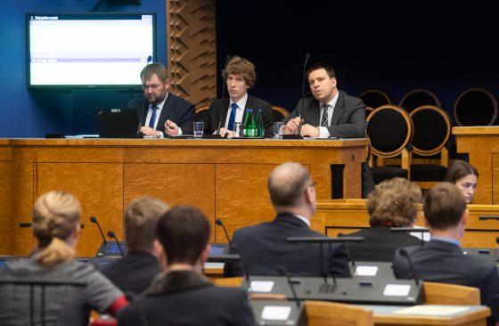 Keskkonnaminister Rene Kokk, sotsiaalminister Tanel Kiik ja peaminister Jüri Ratas Riigikogu infotunnis