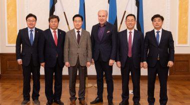Rahanduskomisjoni esimees Aivar Kokk kohtus Lõuna-Korea delegatsiooniga