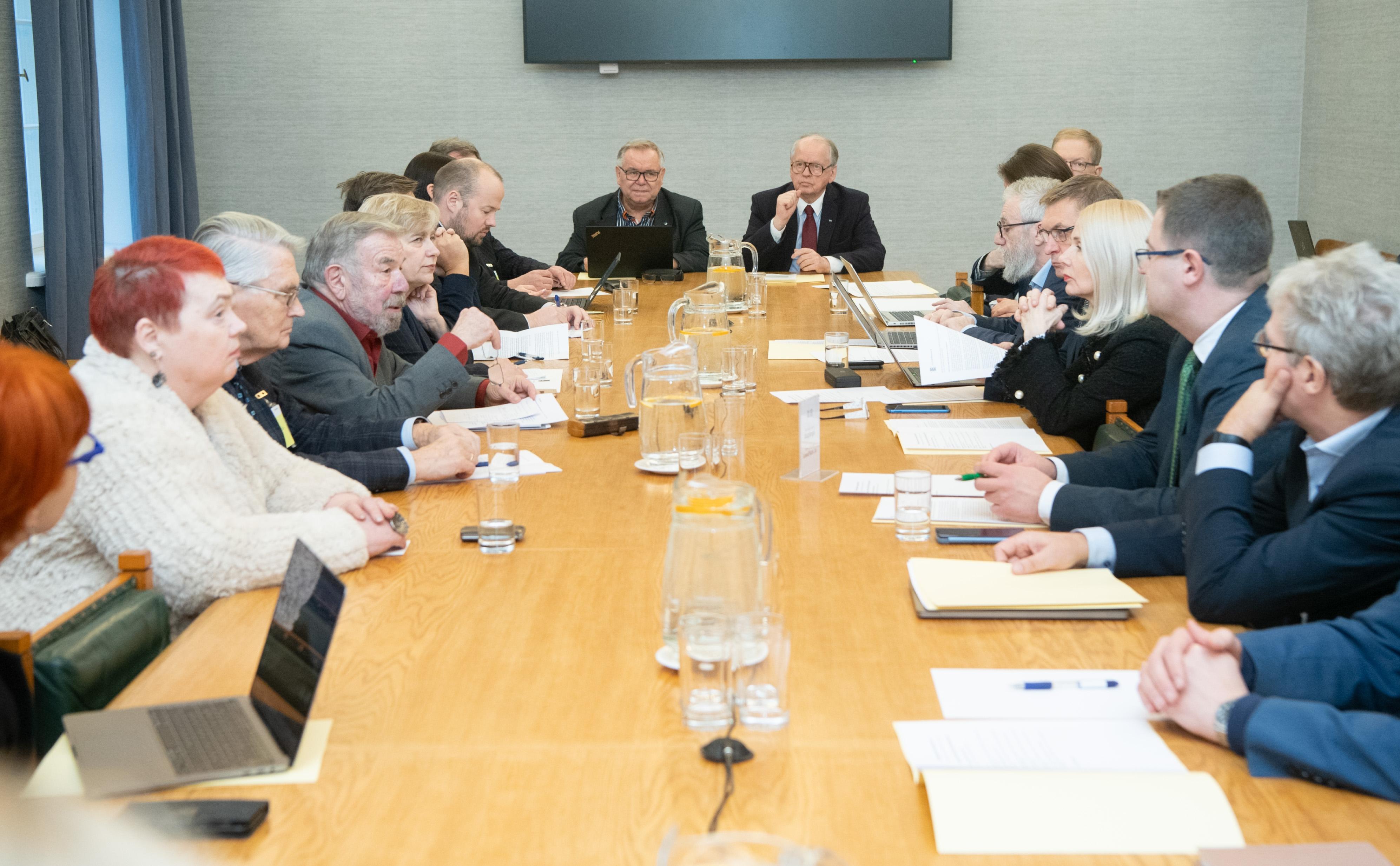 Välis- ja kultuurikomisjon said ülevaate soome-ugri rahvaste olukorrast