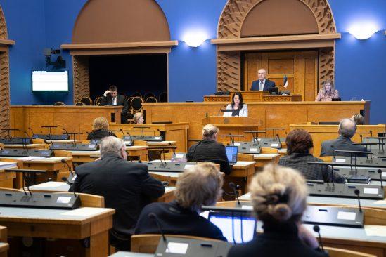 Euroopa Liidu asjade komisjoni esimees Anneli Ott teeb EL poliitika arutelu ettekannet