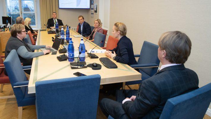 Комиссия по экономике ознакомилась со сценариями развития будущего региональной экономики. Foto: Erik Peinar