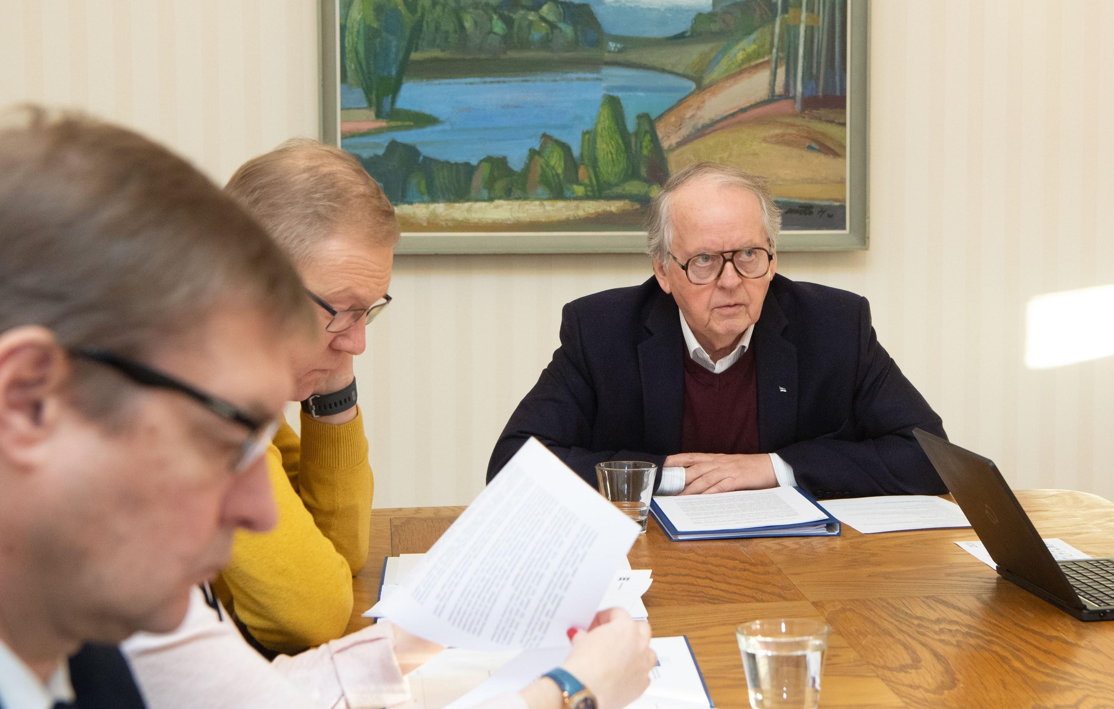 Väliskomisjon arutas Riigikogu esimehega välissuhtlemise põhimõtteid
