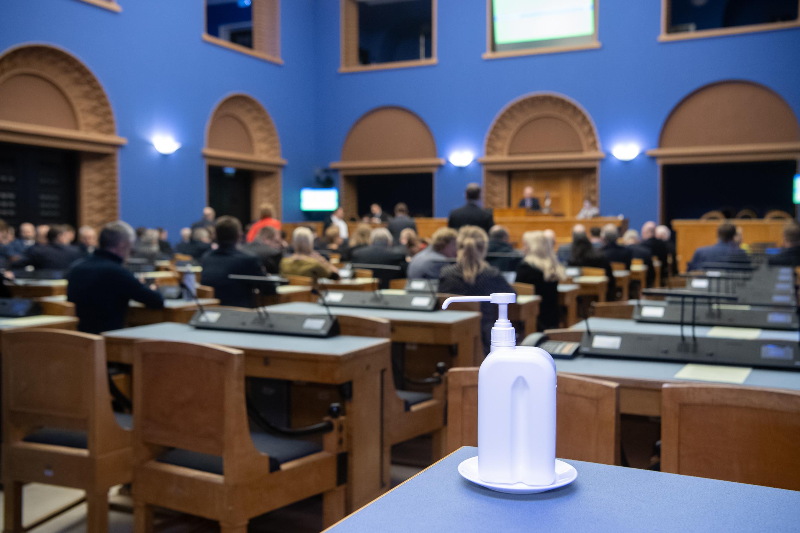 Riigikogu korraldab koroonaviiruse leviku tõkestamiseks töö ümber