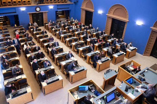 Riigikogu istung koroonakriisi ajal