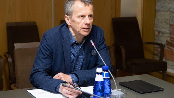 Специальная комиссия по контролю государственного бюджета требует отчета о перерасходах государства