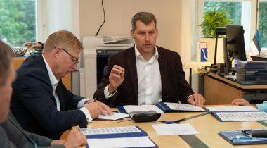 Riigikaitsekomisjoni esimees Andres Metsoja ja aseesimees Kalle Laanet