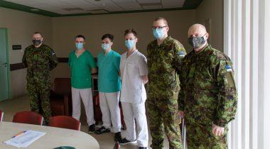 Tagapataljoni parameediku kursuse lõpetajad Järvamaa haiglas praktikal Foto: mil.ee