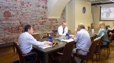 Специальная комиссия получила обзор проблем, связанных с вакцинацией. Foto: Riigikogu Kantselei